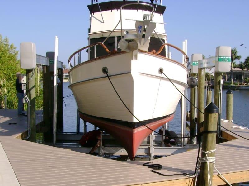 Current Boat Lift Styles - image alumavator-4 on https://www.iqboatlifts.com