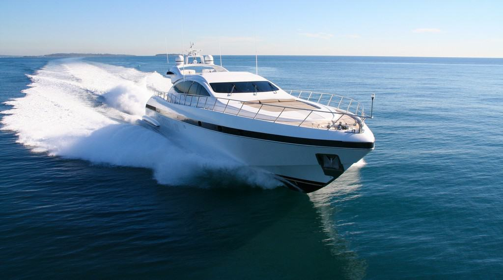 The Benefits of a Covered Drive - image Yacht-vs-Boat-Whats-the-Difference-Between-the-Two on https://www.iqboatlifts.com