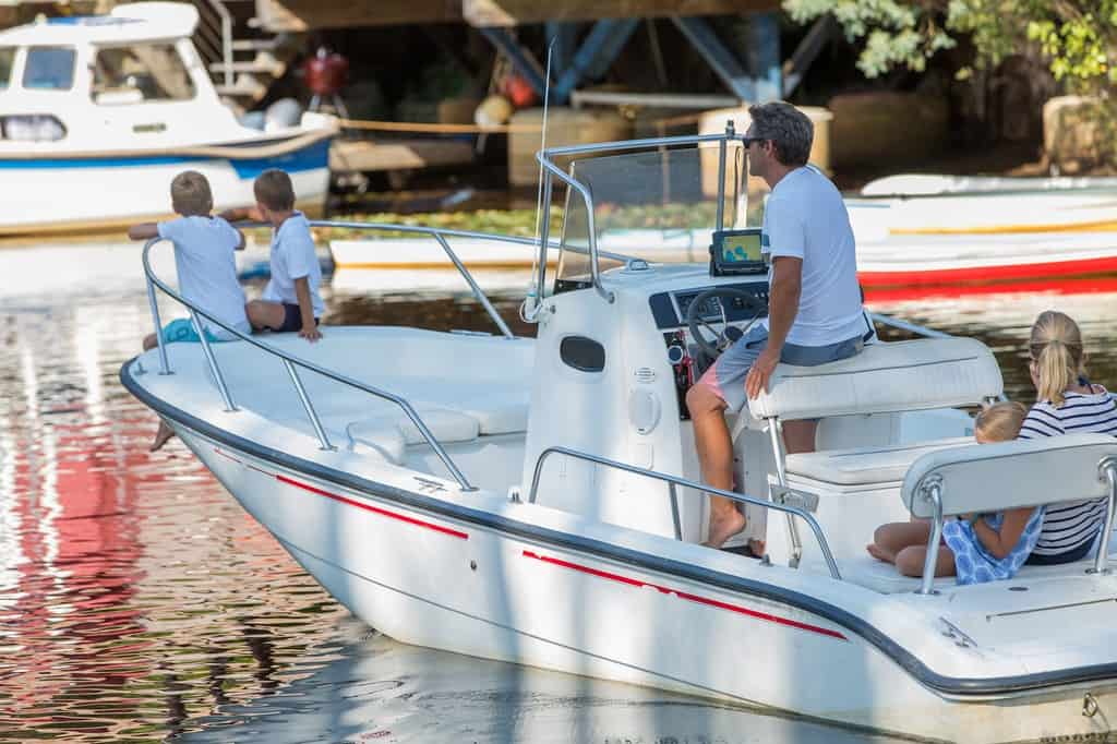 Top Consumer Rated Pontoon Boats For Sale - image 4-Things-to-Look-for-When-Buying-a-Used-Boat on https://www.iqboatlifts.com